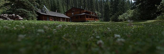 小草原の大きな家